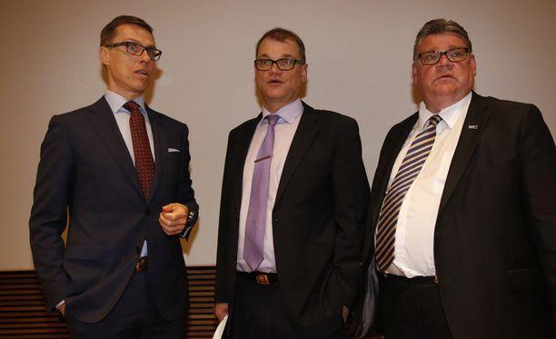 Alexander Stubb (kok), Juha Sipilä (kesk) ja Timo Soini (ps) puolueineen muodostavat hallituspohjan.