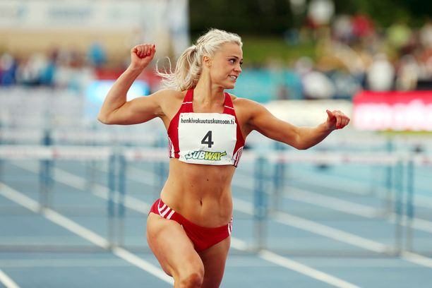 Lotta Harala juoksi viime kesänä myötätuulessa Kalevan kisoissa 100 metrin aitojen mestariksi ajalla 13,12.
