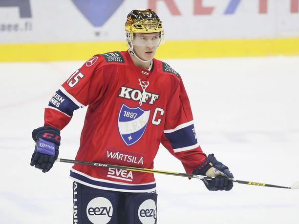 Anton Lundell toimi HIFK:n kapteenina Jukureita vastaan 18.11.