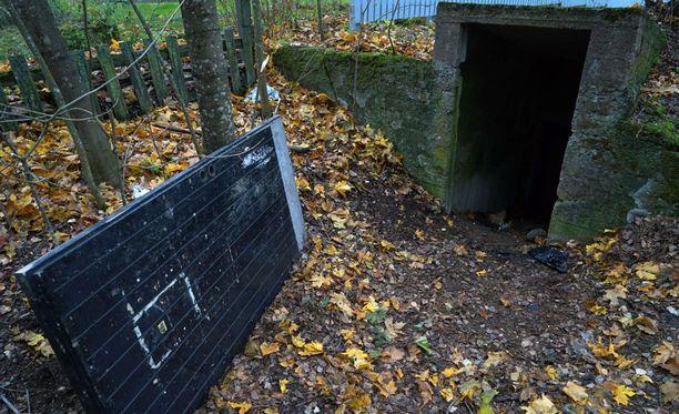 Tytön ruumis löytyi Iltalehden tietojen mukaan maakellarista nuorisotalon pihasta.