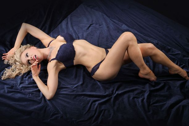 Jessica Ruokola Alasti