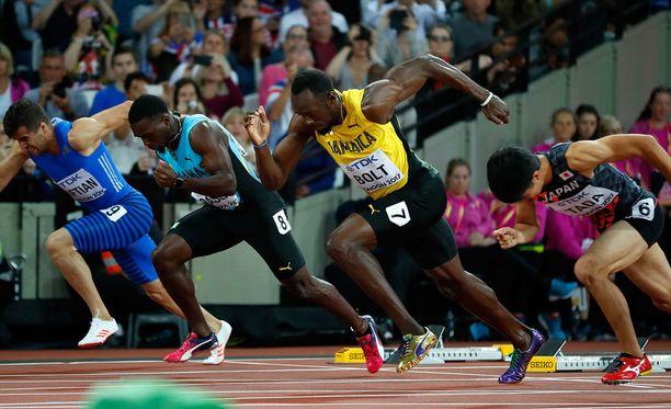 Usain Bolt valitteli, ettei päässyt kunnolla liikkeelle Lontoon olympiastadionin lähtötelineistä.