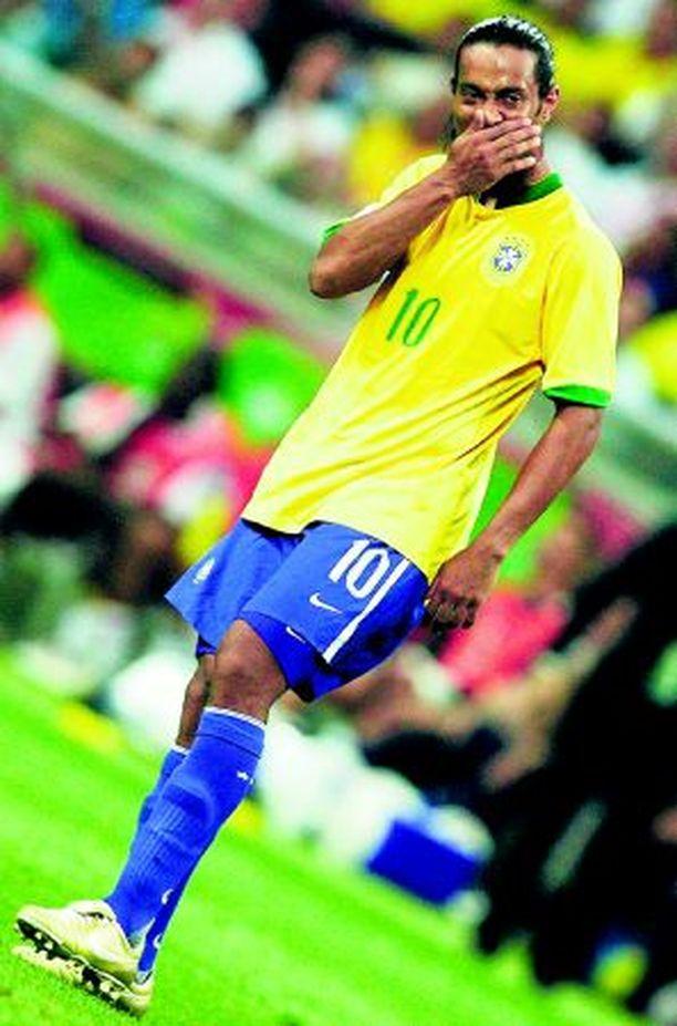 Ronaldinhoa ei hymyilyttänyt. Bändi soitti epävireisesti.
