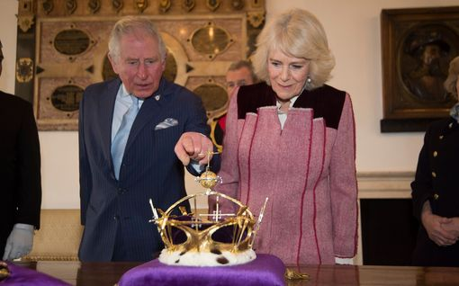 Prinssi Charles esitteli herttuatar Camillalle itselleen merkityksellistä kruunua – tuoreet kuvat