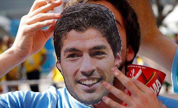Uruguayn kansa on osoittanut lähtemättömän tukensa Luis Suarezille.