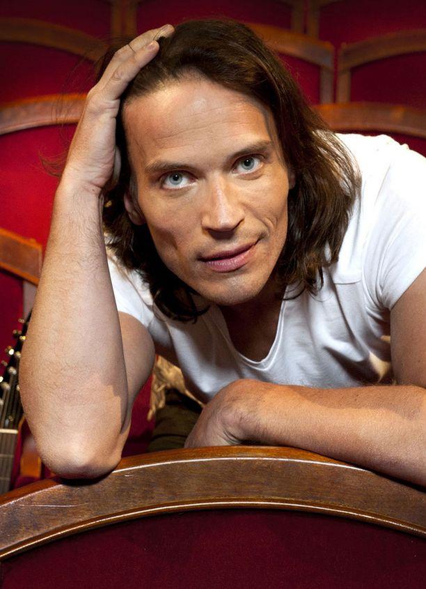 Sony vahvisti tänään, että Juha Lagström on Elonkerjuu-yhtyeen uusi laulaja.