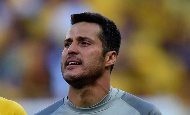 Julio César liikuttui Brasilian voiton jälkeen.