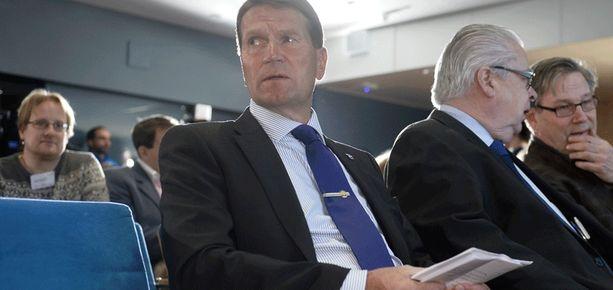 Päävalmentaja Erkka Westerlund tiedotustilaisuudessa.