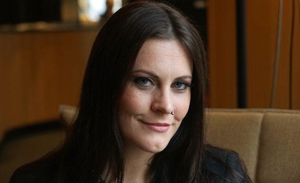 Nightwish-laulaja Floor Jansenin kunto ei kestänyt Boisen konserttia.