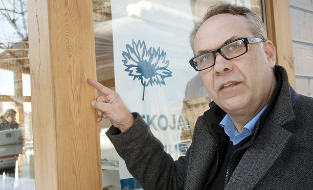 Vaalityötä Lahden torilla eilen tekemässä ollut kansanedustaja Ilkka Viljanen (kok) pelästyi puukon kanssa riehunutta miestä.
