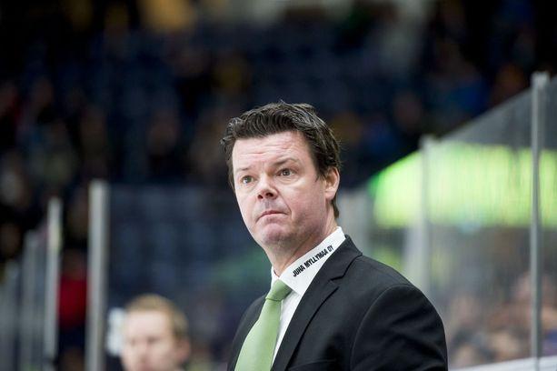 Mestarivalmentaja Karri Kiven ansioluettelossa on nuorten MM-kulta ja SM-kulta. Viimeiset kaksi kautta Kivi on valmentanut Ilvestä.