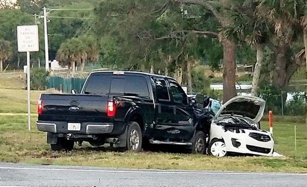 Avolava-Fordin kuljettaja selvisi vähäisillä vammoilla.