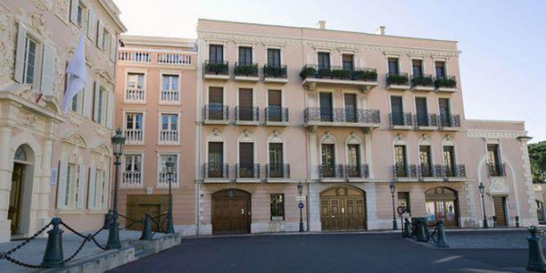 Häkkisten asunto sijaitsee Place De Palais -aukiolla Monacossa.
