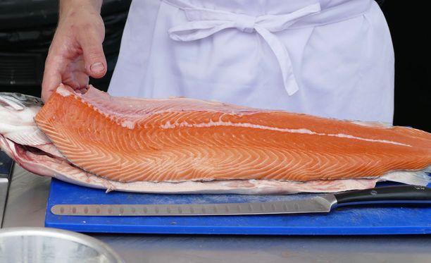 Suomessa myytävä lohi on yleensä tuotu Norjasta. Kirjolohi on kotimaista tai Ruotsista.
