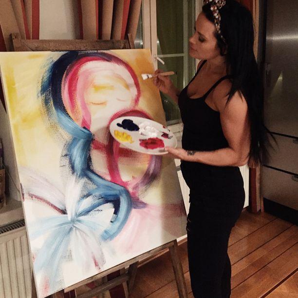 Martinan teoksessa on iloisia värejä ja abstrakteja kuvioita.