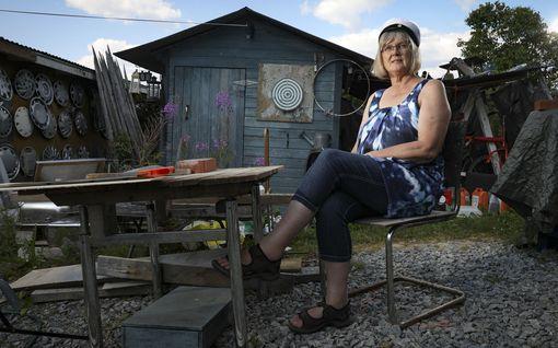 Tehtaan tyttö Paula, 61, jätti työt vaneritehtaassa – kolmivuorotyö vaihtui uskomattomaan opintoputkeen, näin elämä muuttui