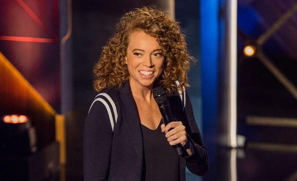 Michelle Wolf on luvannut panna sarjassaan hauskan vaihteen silmään.