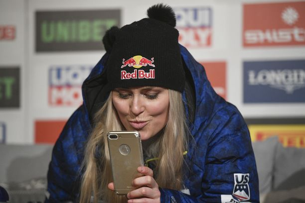 Lindsey Vonn piti tiistaina lehdistötilaisuuden Åressa.