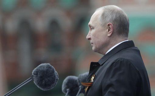 """Paniko Putin historiankirjoituksen uusiksi paraatipuheessaan? """"Ulkomailla tätä tulkintaa tuskin ostetaan"""""""