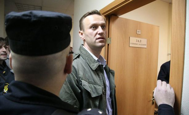 Aleksei Navalnyi taannoisessa oikeusistunnossa Moskovassa. Hänet tuomittiin 20 päiväksi vankeuteen laittomien kokousten järjestämisestä.