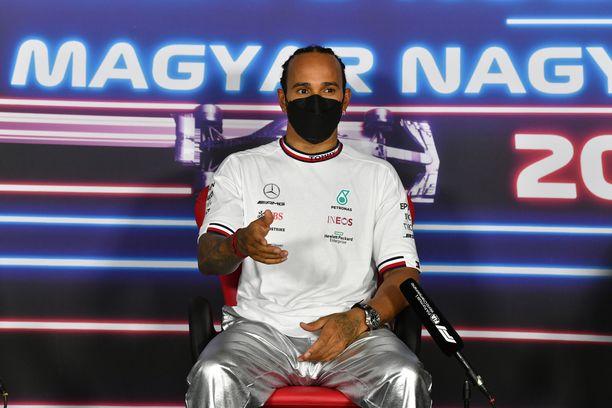Lewis Hamilton valloitti lauantaina Unkarin GP:n paalupaikan.