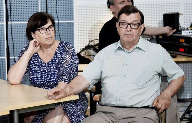 Paavo ja Vuokko Väyrynen menivät naimisiin 1968. Kuvassa pariskunta jännittyneissä tunnelmissa keskustan puoluetoimistolla eurovaali-iltana toukokuussa 2014.