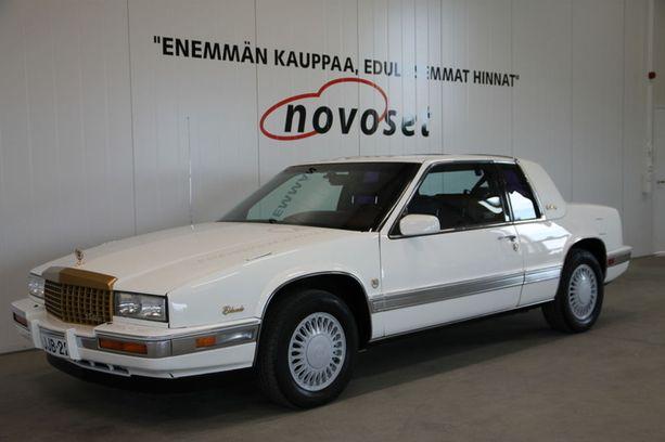 Auto on ostettu uutena Suomesta. 4,1-litraisesta V8:sta irtoaa 170 hevosvoimaa ja 300 Nm.