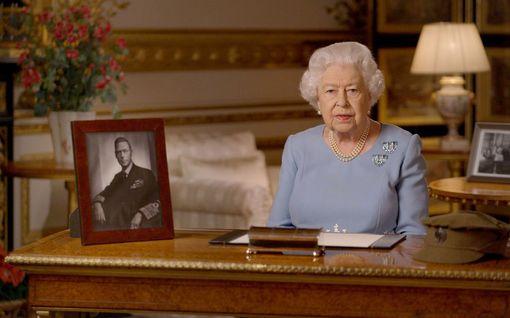 Kuningatar Elisabetin, 94, työhönpaluu vaakalaudalla – Piileekö tässä prinssi Charlesin mahdollisuus?