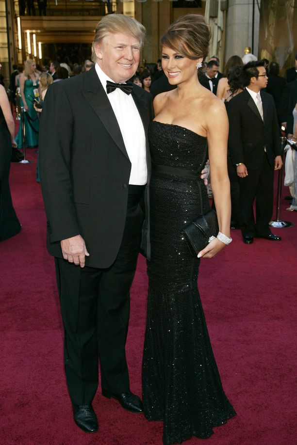 Donald Trump vaimonsa Melanian kanssa.