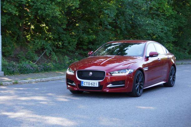 Jaguar on kelpo peli ajaa, mutta erityistä herkkyyttä se ei ainakaan koeajoautomme sport-varustelulla tarjoa Suomen oloissa.