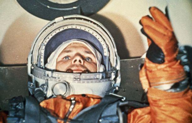 Juri Gagarin juuri ennen ensimmäistä ja viimeistä avaruuslentoaan huhtikuussa 1961.