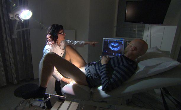 Heikki Soini kävi ohjelmassa myös gynekologin pakeilla.