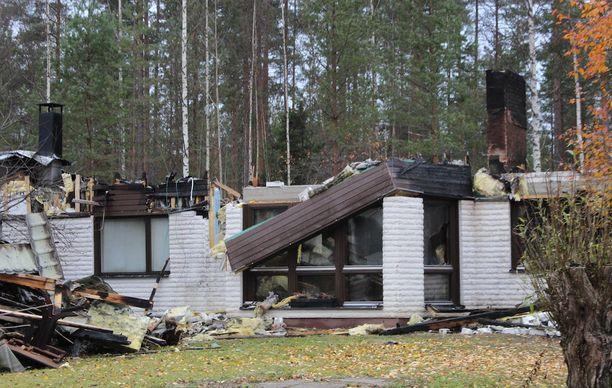 Lapsiperheen talo tuhoutui tulipalossa täysin.