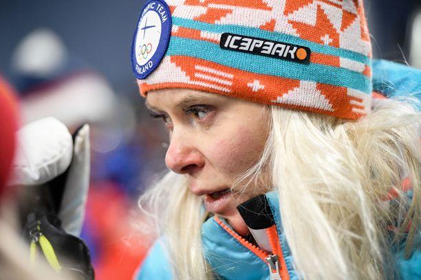 Mari Eder kyynelehti koko kuuden minuutin haastattelujen ajan helmikuussa Korean olympiakisojen ampumahiihtoviestin jälkeen.
