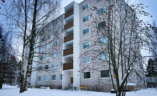Poliisi otti epäillyn miehen kiinni asunnosta Oulun Myllyojalla.