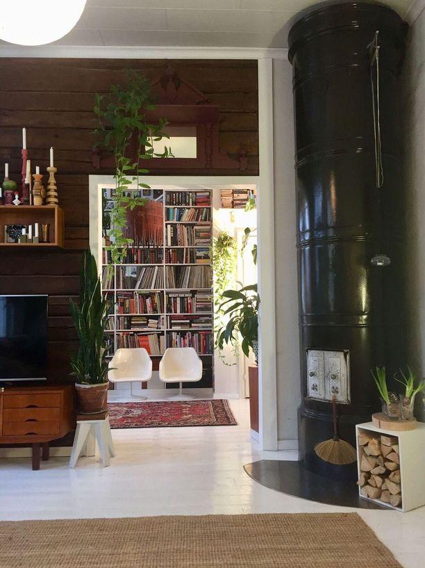Alakerran pönttöuuni ja lämmitysuuni Porin Matti lämmittävät kotia ja alentavat kustannuksia.