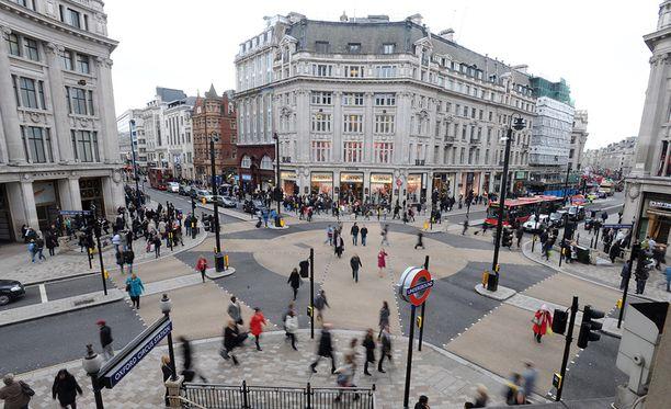 Oxford Circus sijaitsee Lontoon keskustassa.