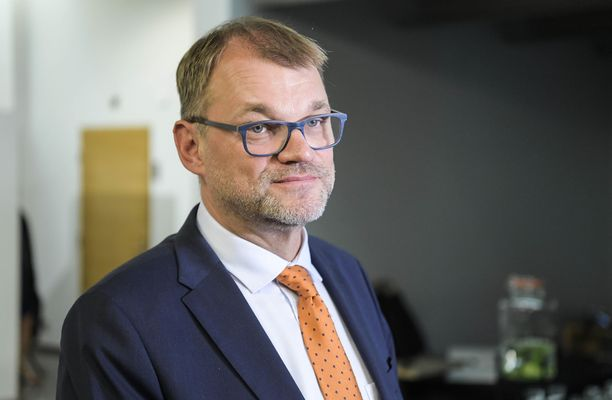 """Pääministeri Juha Sipilän (kesk) hallitus antaa ensi tiistaina tiedonannon eduskunnalle. Keskiviikkona eduskunta äänestää hallituksen luottamuksesta. Sipilä myönsi torstaina, että """"työkalu on harvinaisen järeä""""."""