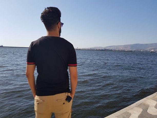 Irakilainen ihmissalakuljettaja Ahmed toimii pääasiassa Izmiristä käsin.