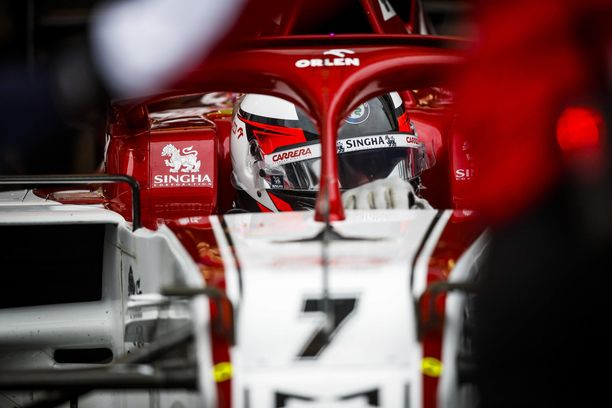 Kimi Räikkönen on kilvanajaja, mutta tuskin nykyvire suomalaista paljoa lämmittää.