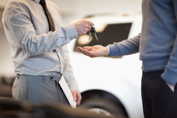 Auton vaihtokauppa johti myyjän ja ostajan lopulta käräjille. Kuvituskuva.