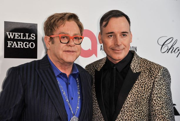 Elton John ja David Furnish aikovat toukokuussa maistraattiin.