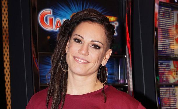 Eva Wahlstöm opiskelee nyrkkeilyn lomassa muotoilijaksi.