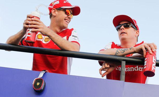 Sebastian Vettel haluaisi Kimi Räikkösen jatkavan tallikaverina Ferrarilla.
