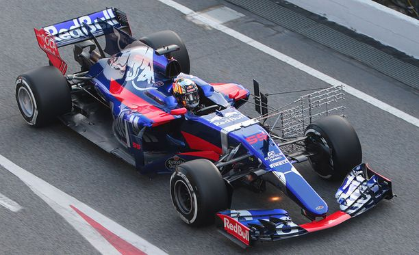 Toro Rosson F1-ajokki on saanut päät kääntymään Barcelonassa.