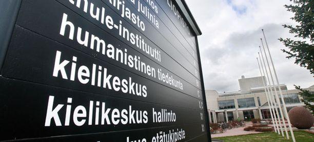 Oulun yliopiston kielikeskuksen tuntiopettajille maksettiin liian pienen palkkaluokan mukaan.