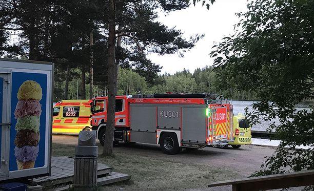 Yksi henkilö pelastettiin vedestä myöhään maanantai-iltana Vantaan Kuusijärven uimarannalla.