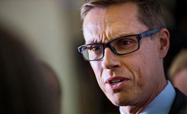 Kokoomuksen kansanedustaja Alexander Stubb on närkästynyt, että hänen poissaolojaan eduskunnan täysistunnoista on syynätty mediassa.
