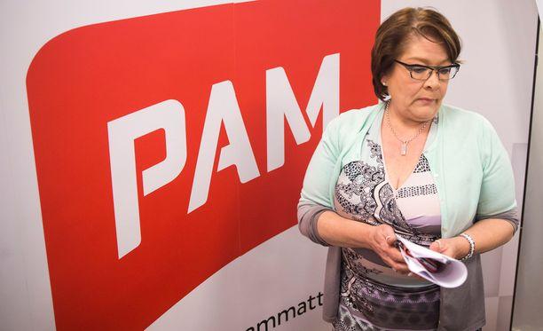 PAMin puheenjohtaja Ann Selin sai toisella yrityksellä maratonkokouksen jälkeen hallitukseltaan neuvotteluvaltuudet kilpailukykysopimuksen edellyttämiin liittoneuvotteluihin.
