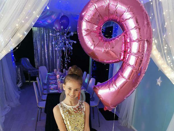 Lola-tyttären kaverisynttäreitä juhlittiin kimaltavissa tunnelmissa.